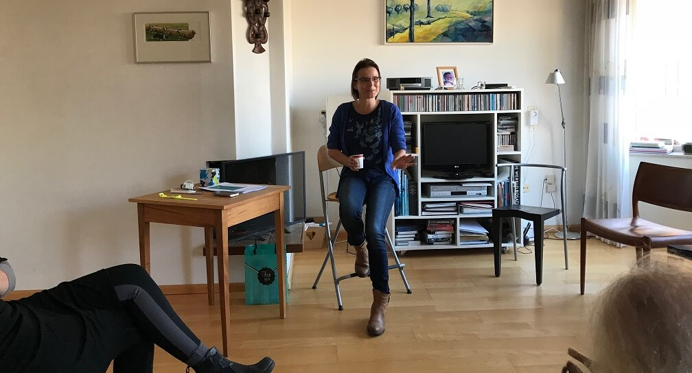 Dr Monica Mars explains BigO in living rooms in Wageningen